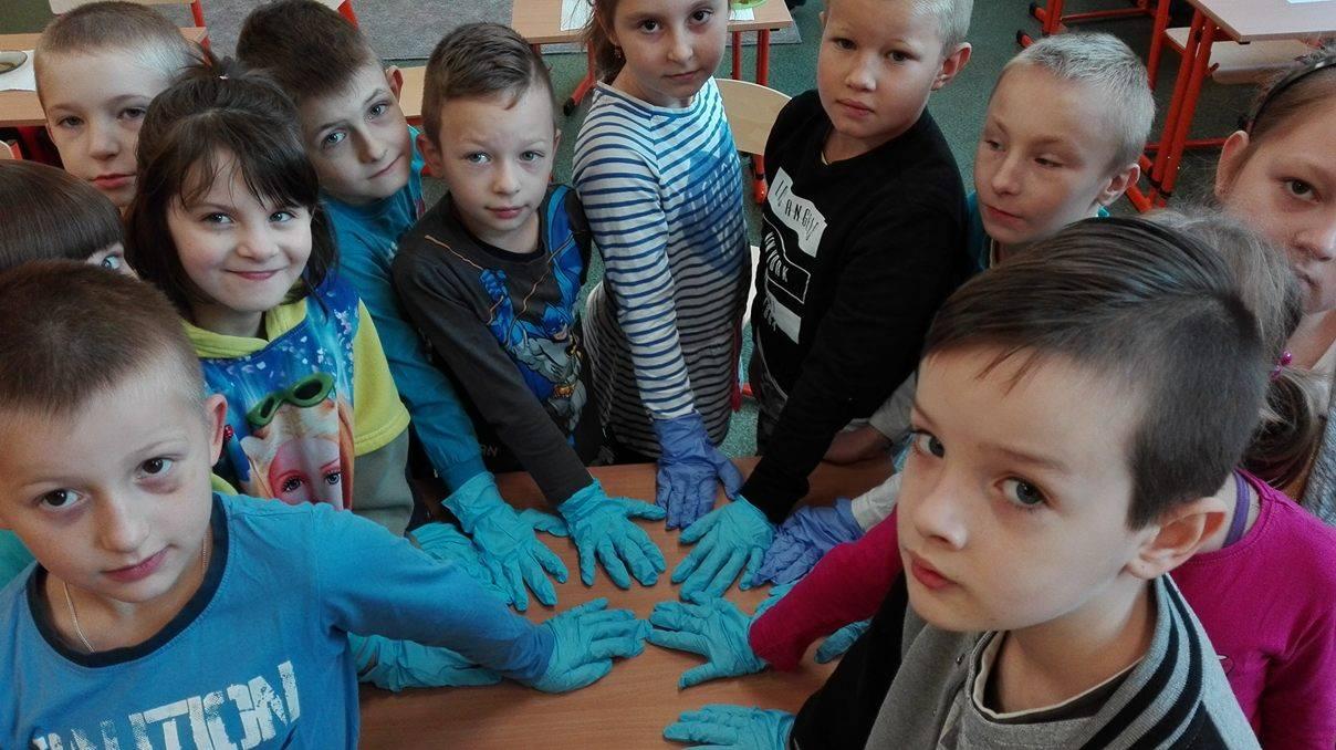 maluszki w rękawiczkach